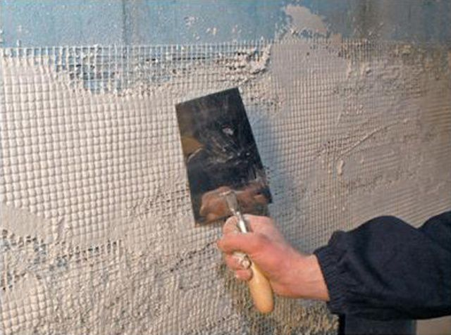 Plaster walls of aerated concrete indoors