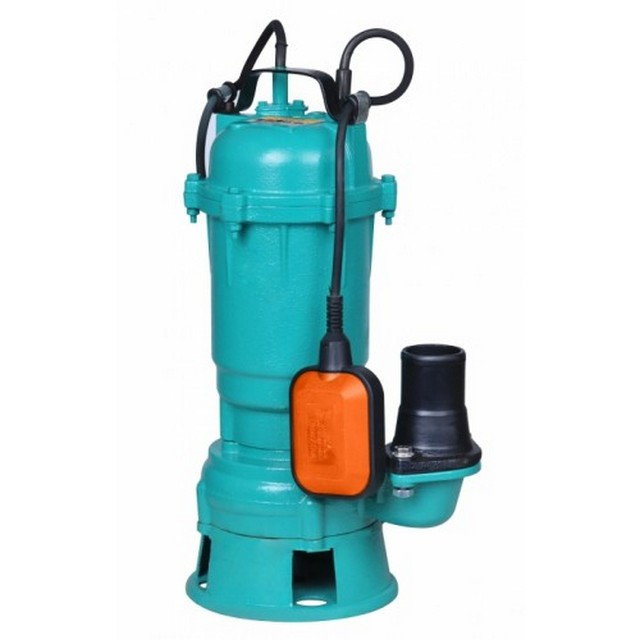 Submersible pump for emptying the sewage tank