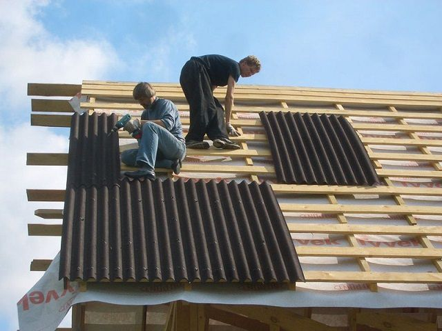 Installation of roofing Ondulin can be carried out on a dead crate