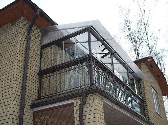 The polymers used for the production of transparent roof , it is absolutely safe for humans and the environment