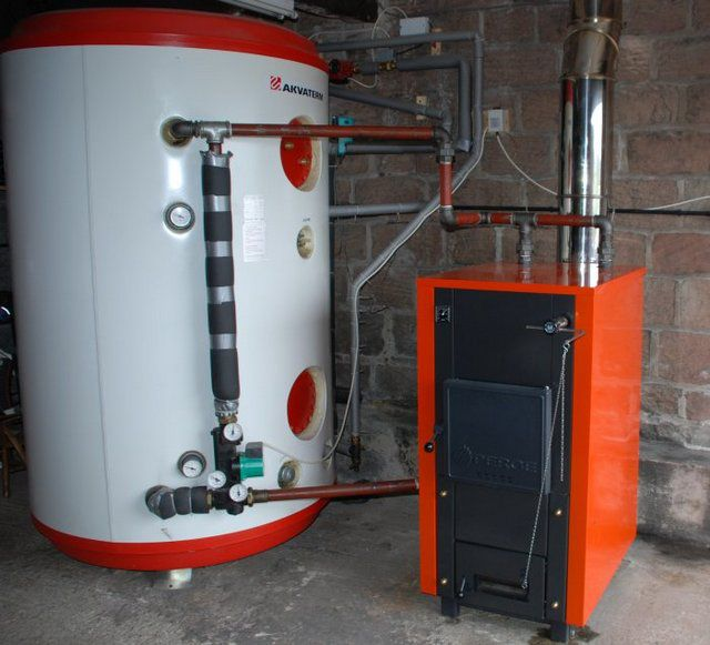 Storage tank for heating boilers