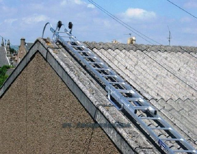 The special ladder for roofing on slopes of great slope