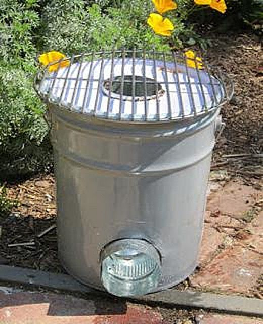 Rocket stove of a metal bucket