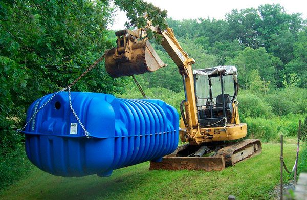 septic tank delivery to the installation site