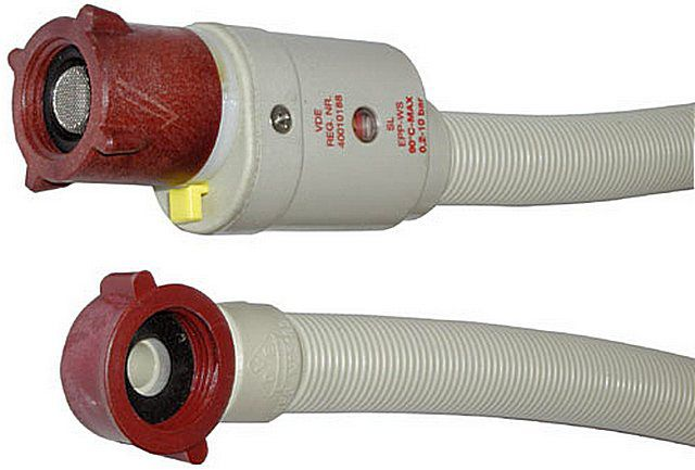 Union nuts water hose have their own seals , twisted by hand and do not need reeling