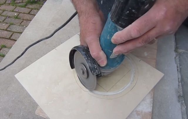 Figured cutting tiles - a very difficult task