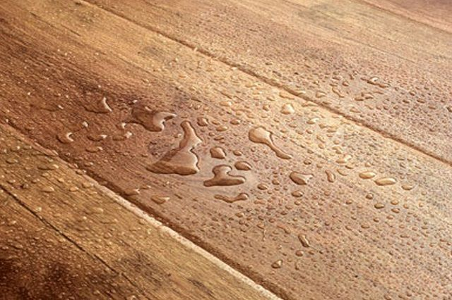 The water on the kitchen floor - is quite commonplace , and the cover should not be afraid of
