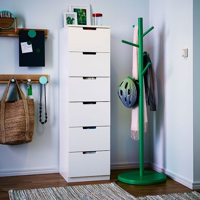 The elongated vertical dresser -case