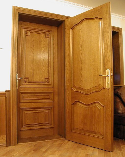 Doors made of solid wood often does not even require insulation