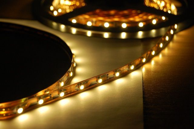 LED strip for illumination of ceilings