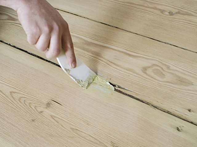 Cracks between the floorboards is recommended to close up filler