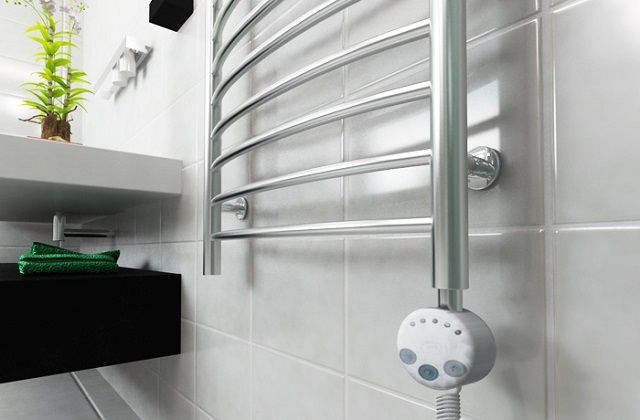 Electric heated towel rail , equipped with a thermostat