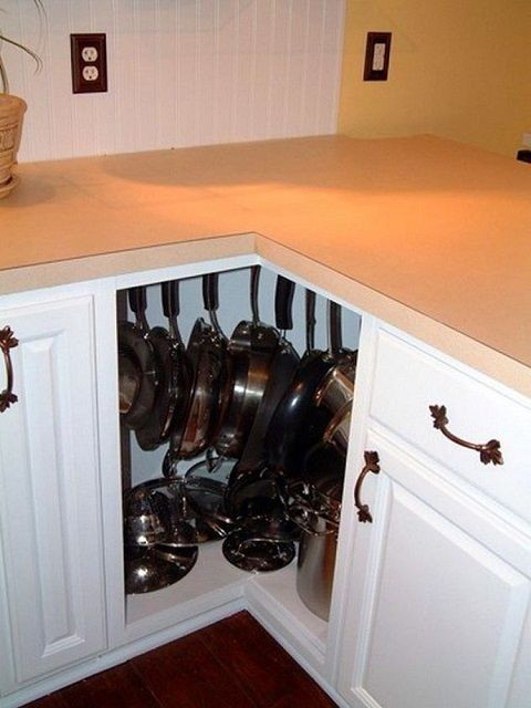Very often there is little involved corner cabinet - is not the place for storing pans ?