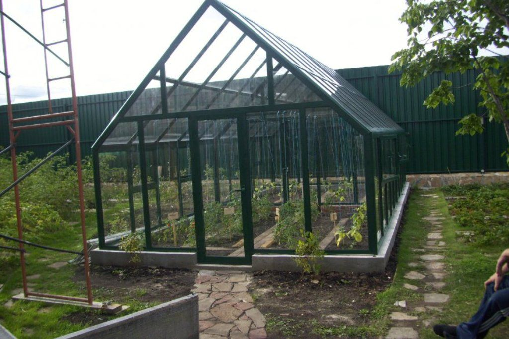 The framework for the greenhouses of the window frames and polycarbonate