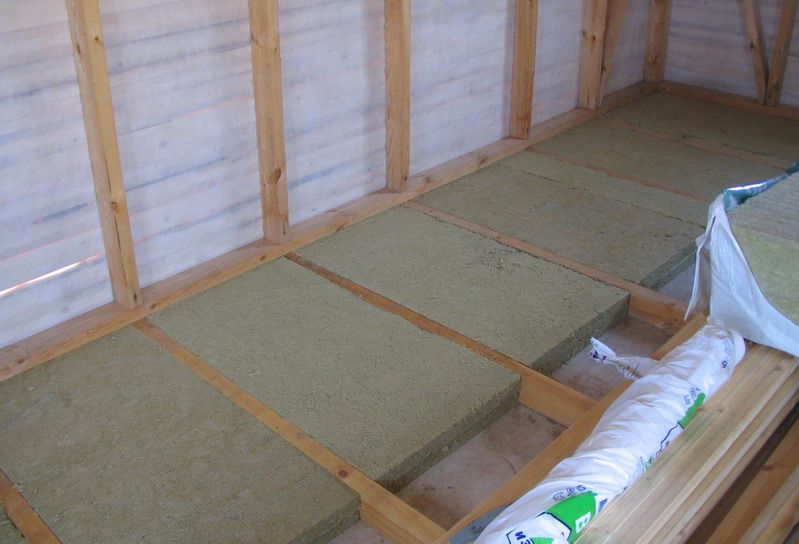 The principle of laying mineral wool between the floor joists balcony