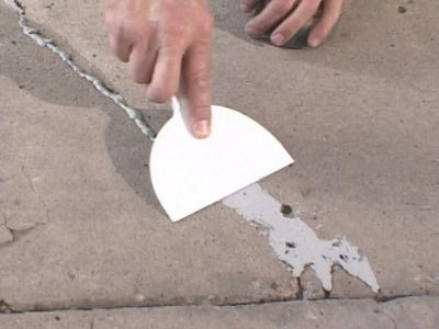 Repairs small cracks