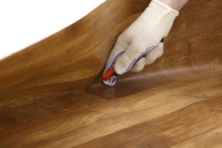 Laying linoleum flooring