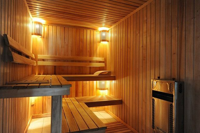 Properly made ​​and cleverly recessed lighting improves the overall atmosphere in the steam room