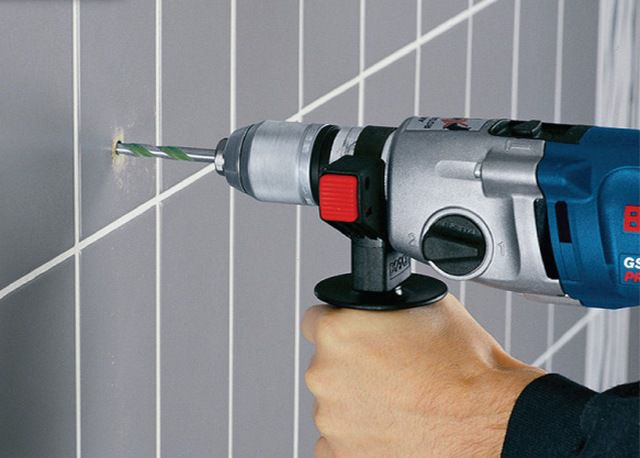 The drill must be strictly perpendicular to the surface of the tile