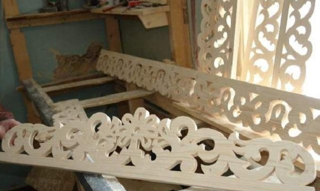To make such carved frames have to work hard