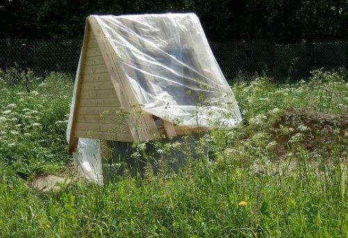 To the well was not garbage or not climbed any animals or insects , it is necessary to cover the house with plastic wrap