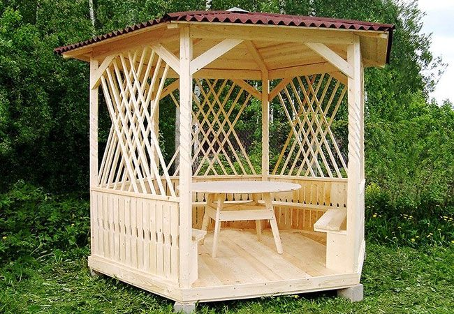 Hexagonal gazebo made ​​of wood