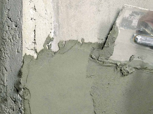Plastering concrete wall