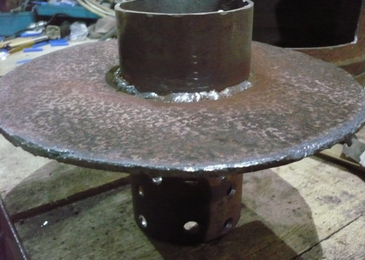 At first, I welded the burner at the bottom of the upper chamber