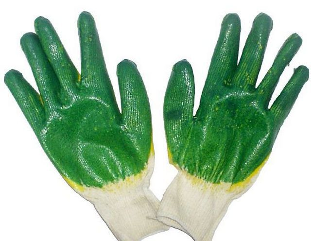 For working with concrete are comfortable fabric gloves with rubberized work surface