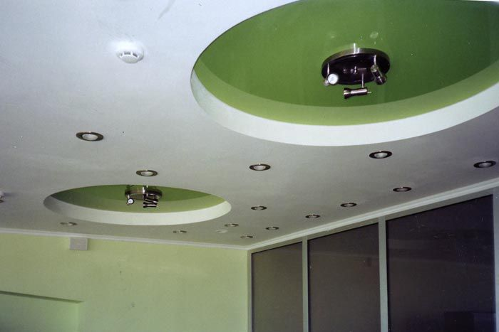 The false ceiling of plasterboard with their hands