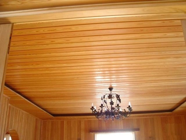 How to make the ceiling in a wooden house