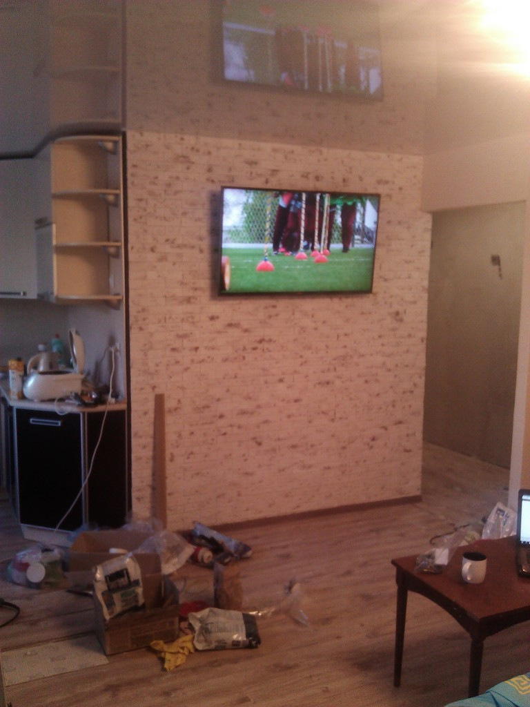 Wall finished with decorative tiles - the final version