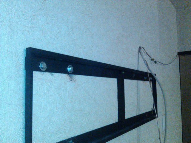 Wall bracket set