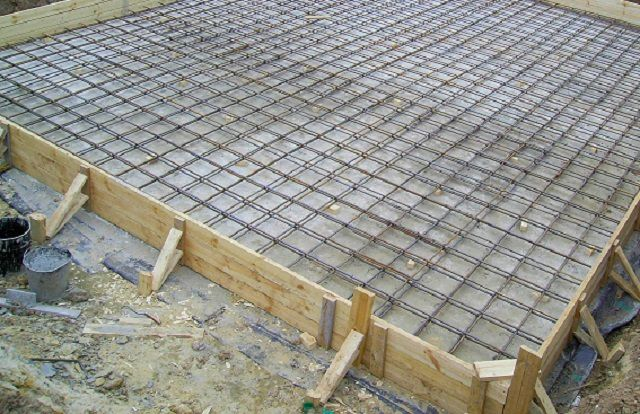 Formwork and reinforcement mounted grille