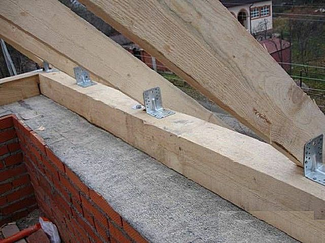 Rigid fixation of rafters to mauerlat