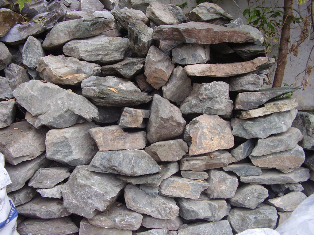 Crushed stone ( cobblestones ) , large pieces of various shapes with a side length of 50-350 mm , derived from solid rocks of glacial origin