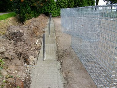 For gabions settling a standard monolithic strip foundations
