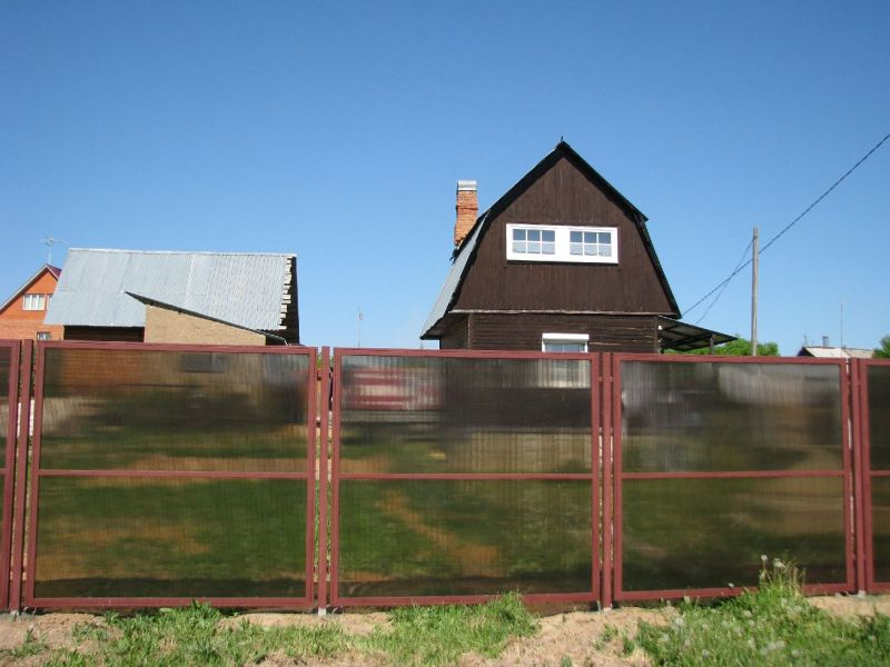 Fences and railings made ​​of polycarbonate