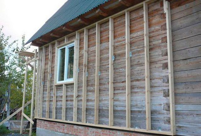Fixing battens on the walls of a wooden house