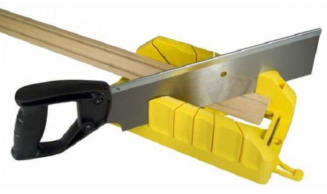 For quality training profiles in the corners of the cutting should be carried out by a miter box