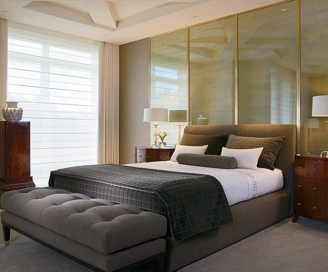 At the foot of the bed it is advisable to place a rectangular cabinet or ottoman