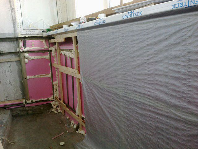 It is recommended to tighten the insulation layer vapor barrier film