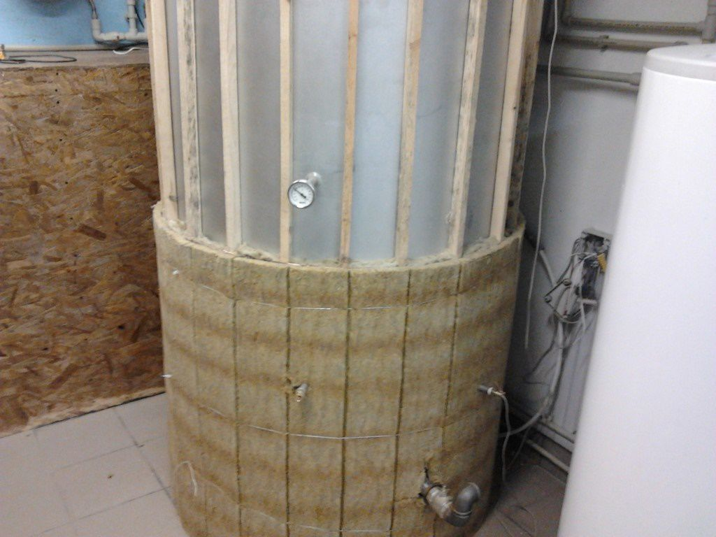 Thermal insulation of the storage tank