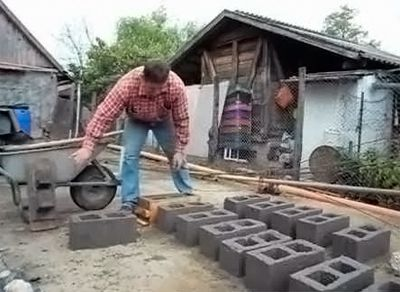 Production of breeze blocks