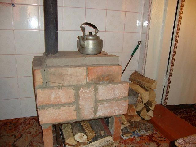 Stove made ​​of bricks with their hands