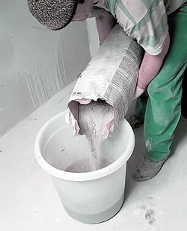 Mixing plaster mixture
