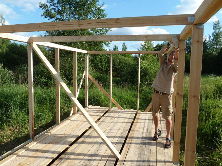 Assembling the frame of wooden beams