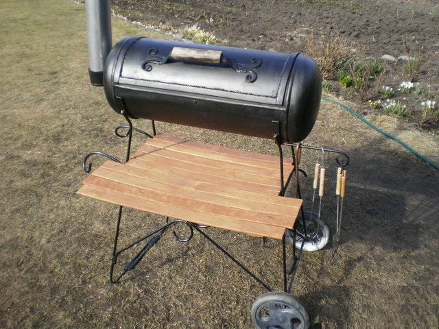 The starting material for the barbecue can become a gas cylinder
