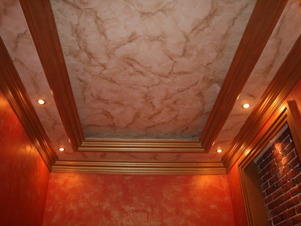 The ceiling is decorated with decorative plaster