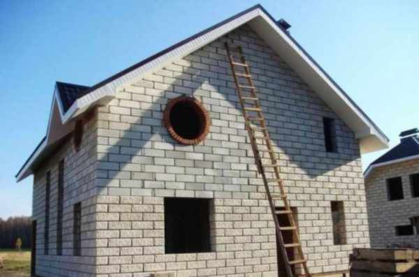 Photos houses of foam blocks